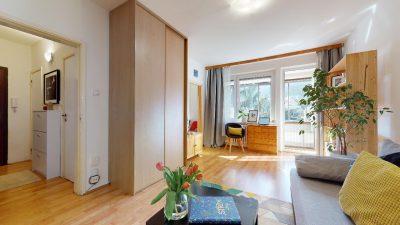1-izbovy-byt-s-velkym-balkonom-na-predaj-02032021_180429