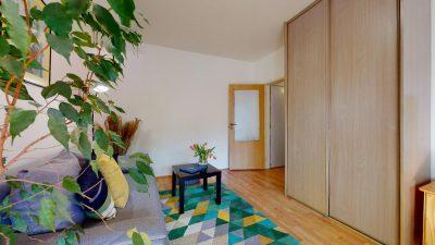 1-izbovy-byt-s-velkym-balkonom-na-predaj-02032021_180535