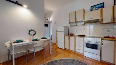 Velky-3-izbovy-byt-v-sirsom-centre-Bratislavy-na-predaj-03022020_134107