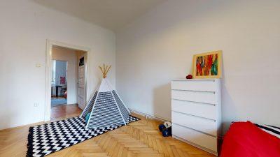 Velky-3-izbovy-byt-v-sirsom-centre-Bratislavy-na-predaj-03022020_135528
